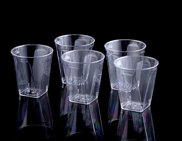 כוסות ליקר מרובעות – 20 יחידות