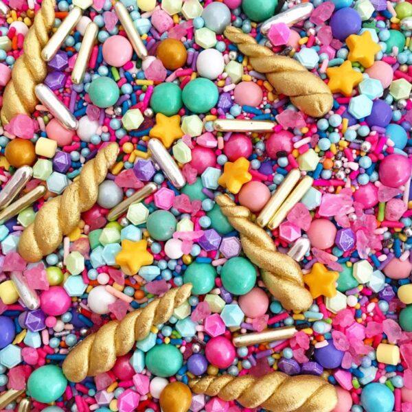קישוטים וסוכריות לעוגה