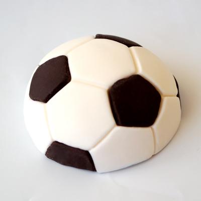 כדור כדורגל מבצק סוכר