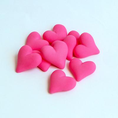 לבבות ורודים מבצק סוכר – 10 יחידות